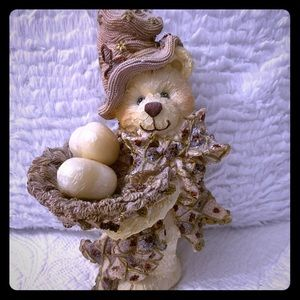 CHRISTMAS TEDDY FIGURINE WITH 2 HEART SHAPED SOAPS